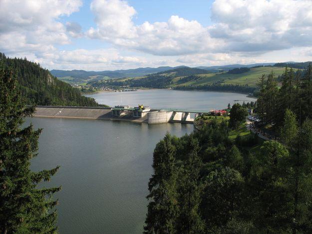 Czorsztyn_Lake_on_Dunajec_(view_from_the_castle_of_Niedzica)_2