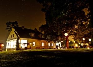 manor night