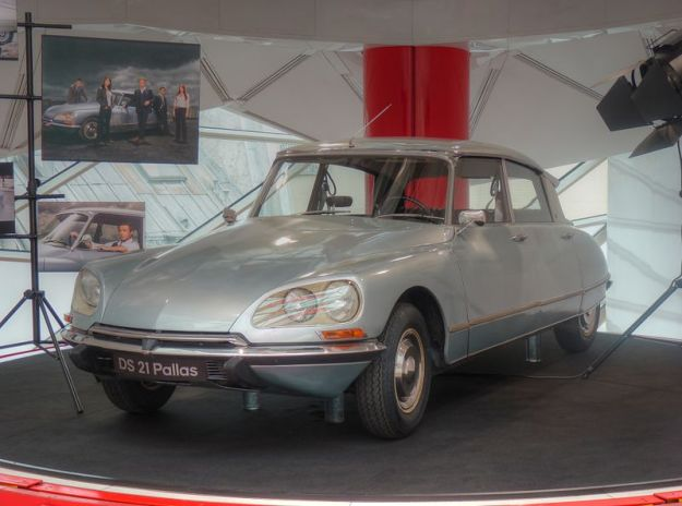 800px-Citroën_DS_21_Pallas_(1)