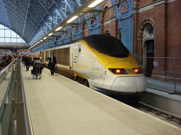 800px-Eurostar_at_St_Pancras_railway_station