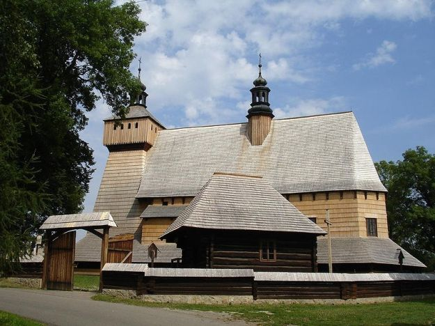 800px-Haczów_old_latin_church