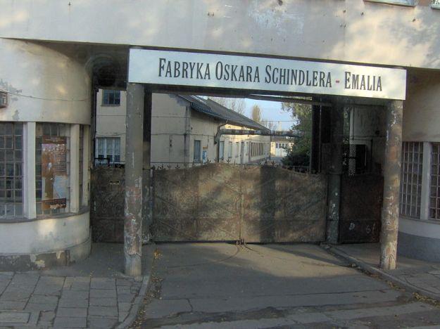 800px-Oskar_Schindler_enamel_factory_in_Kraków