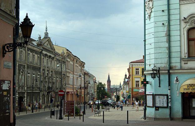 800px-Krakowska_street,_Tarnów,_Poland