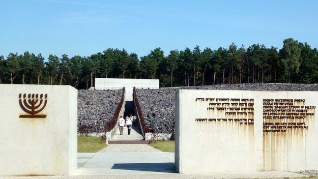 Belzec_extermination_camp_1
