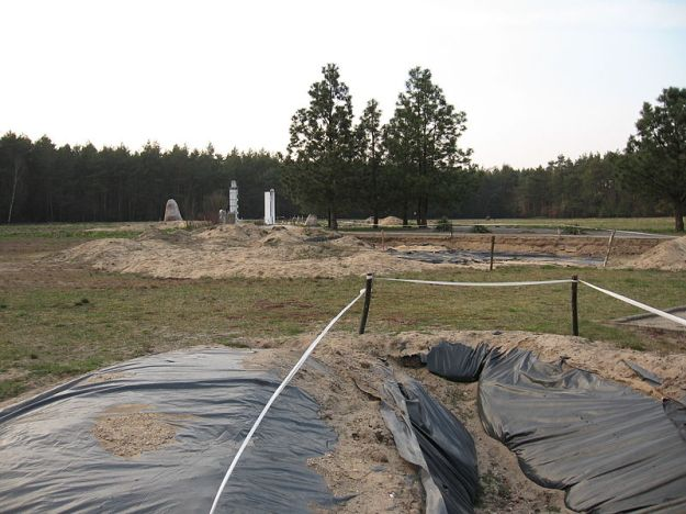 Chelmno_extermination_camp_burial_pits