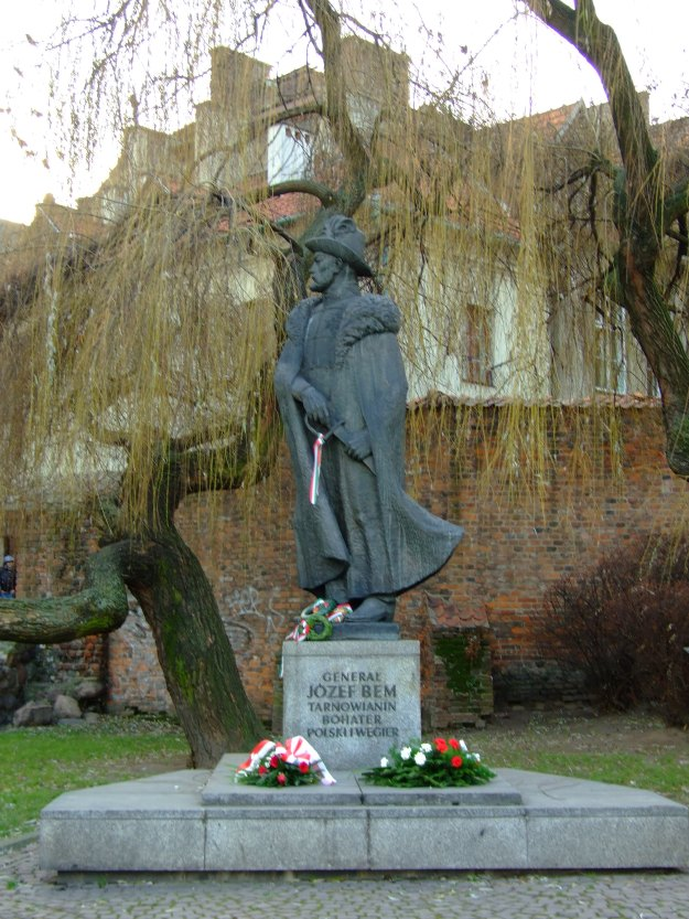 Jozef Bemn statue in Tarnow