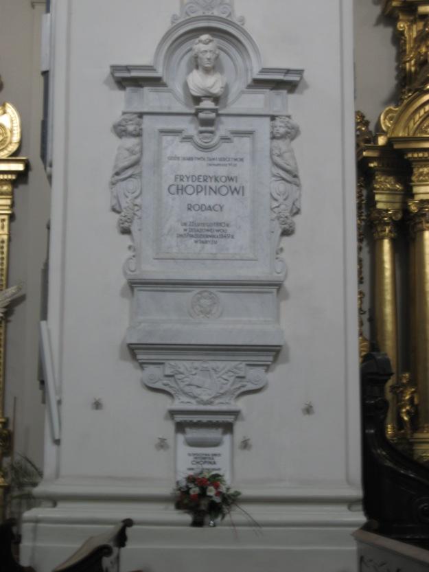 Pillar_containing_Chopin's_heart