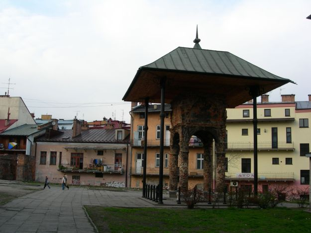 Tarnów_-_Bimah_of_Old_Synagogue