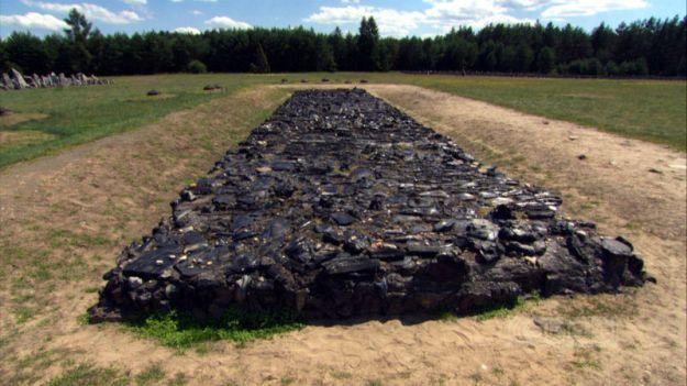 Treblinka_Cremation_Pit