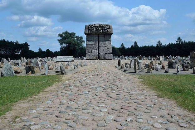 Treblinka_Memorial2