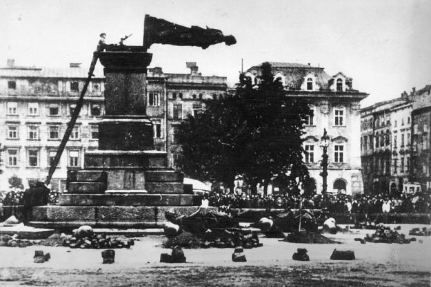 800px-Fall_of_Mickiewicz_Monument_(1940)