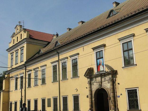 800px-Pałac_Biskupi_w_Krakowie,_ul._Franciszkańska_nr_3