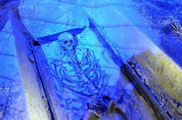 800px-Rynek_Underground,_cemetery
