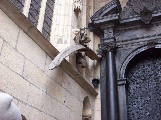 Bone_of_Wawel_Dragon