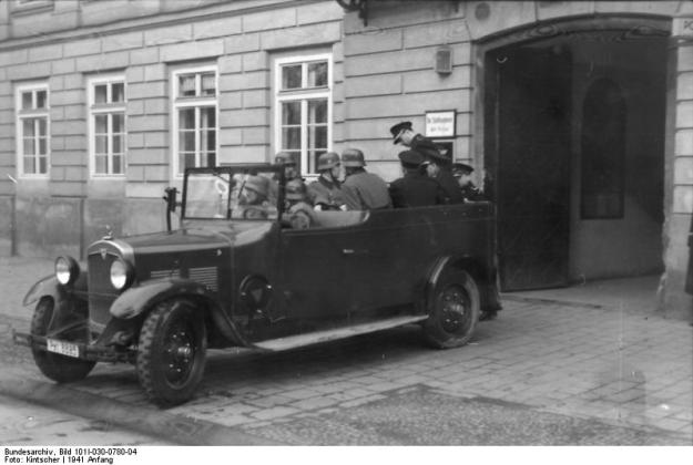 Krakau, Razzia, deutsche und polnische Polizei