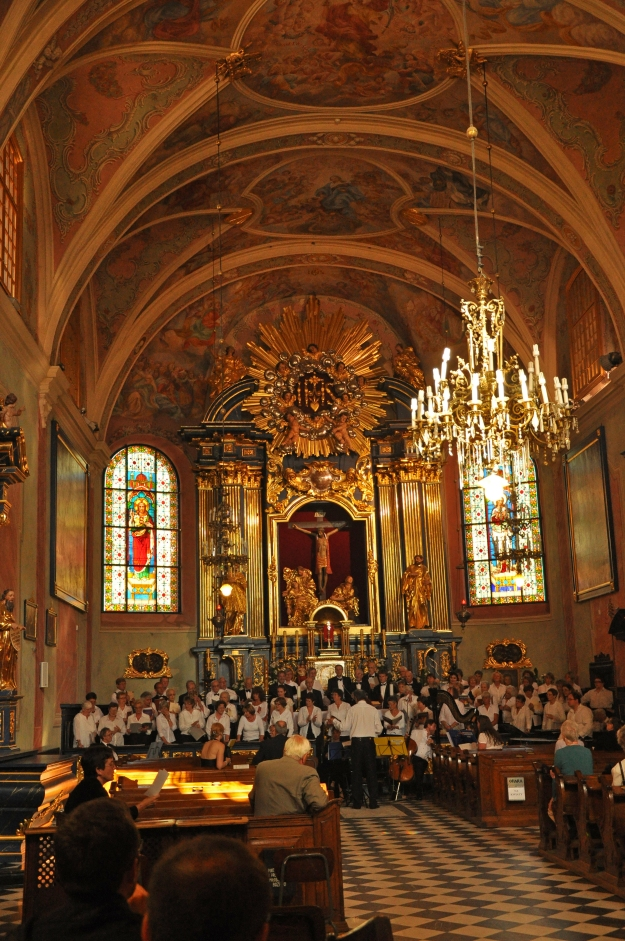 Choir_performing_in_the_Church_of_St._Barbara