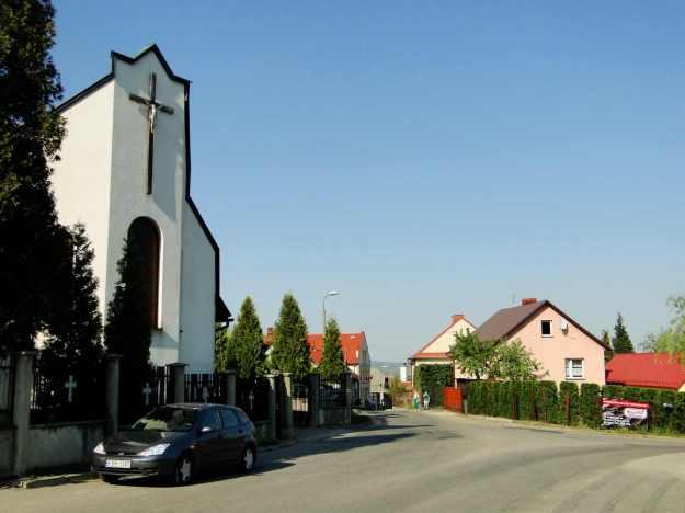 Czchów_-_new_cemetery_chapel
