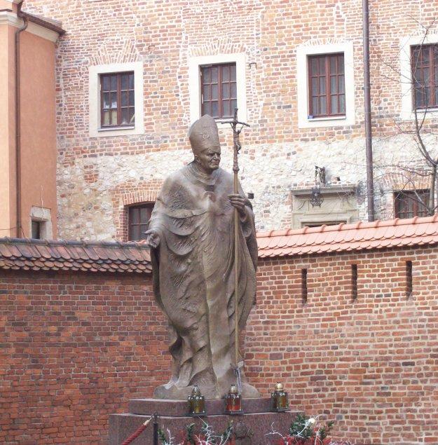 John_Paul_II_statue_at_Wawel_Cathedral