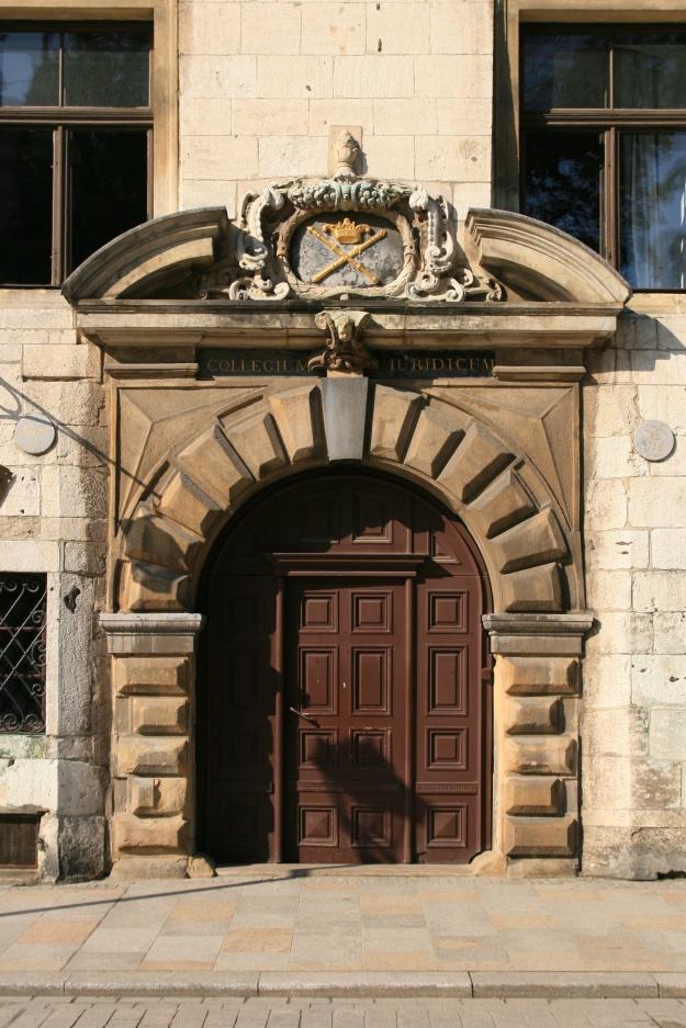 Kraków_-_Collegium_Iuridicum_-_Brama_01