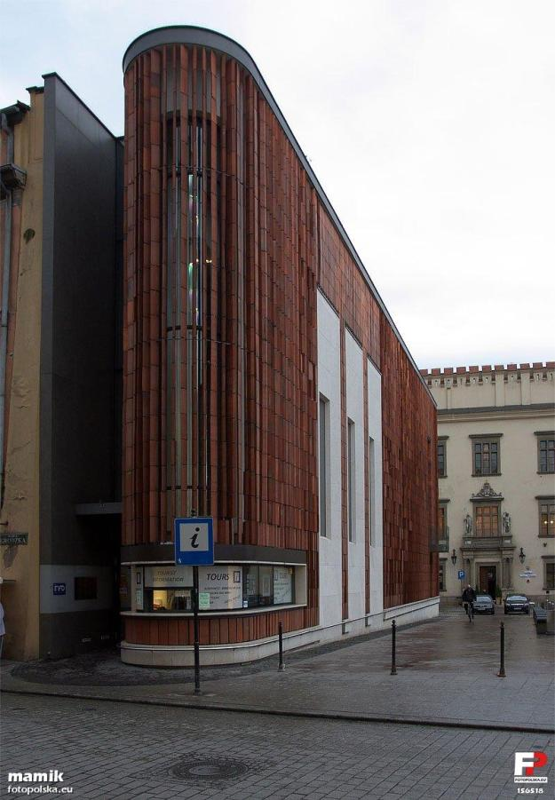 Kraków,_Pawilon_Wyspiański_2000Punkt_Informacji_Miejskiej_-_fotopolska.eu_(156518)