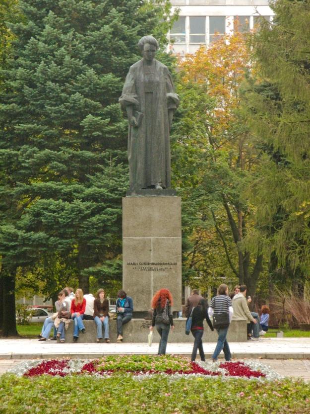 Lublin_UMCS_Pomnik_Marii_Curie-Skłodowskiej
