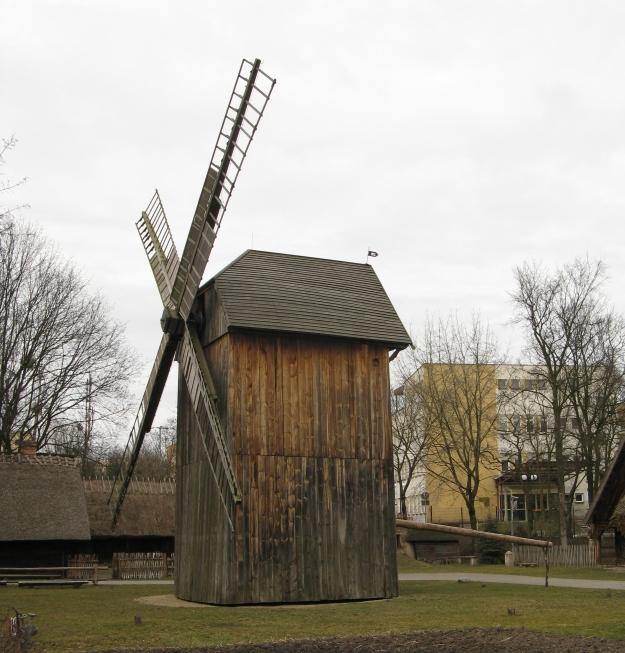 Post_mill_Toruń