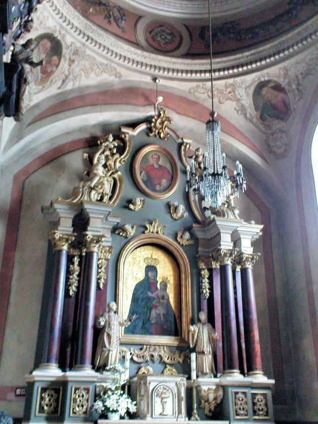 Saint_Andrew_church_in_Łęczyca_-_Interior_-_02