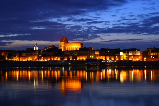 Toruń_-_Old_Town_by_night_01