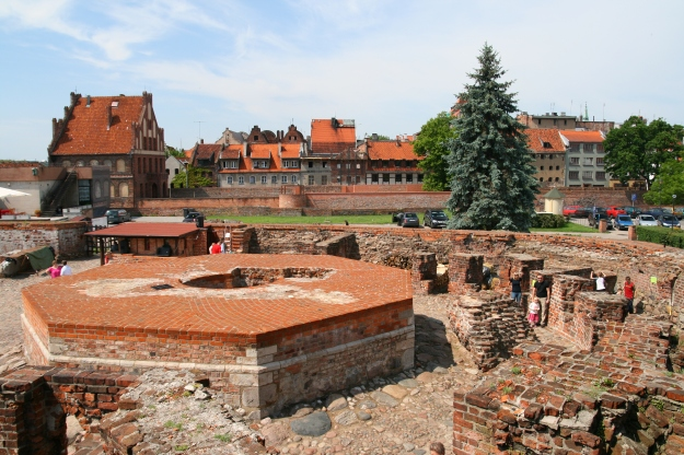 Toruń_-_Zamek_Krzyżacki_01