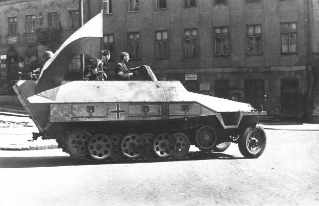 Warsaw_Uprising_-_Captured_SdKfz_251_(1944)