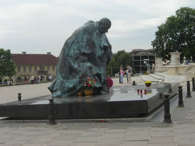 Jasna_Góra_Pomnik_Kard_Wyszyńskiego