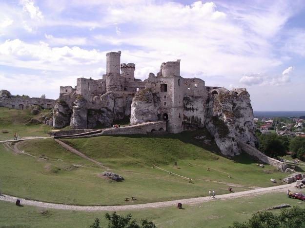 Ogrodzieniec_Castle_View